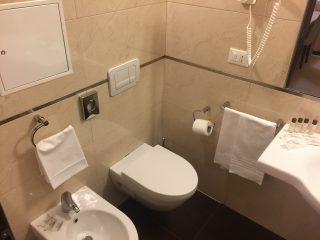 Sanitari bagno camera 110