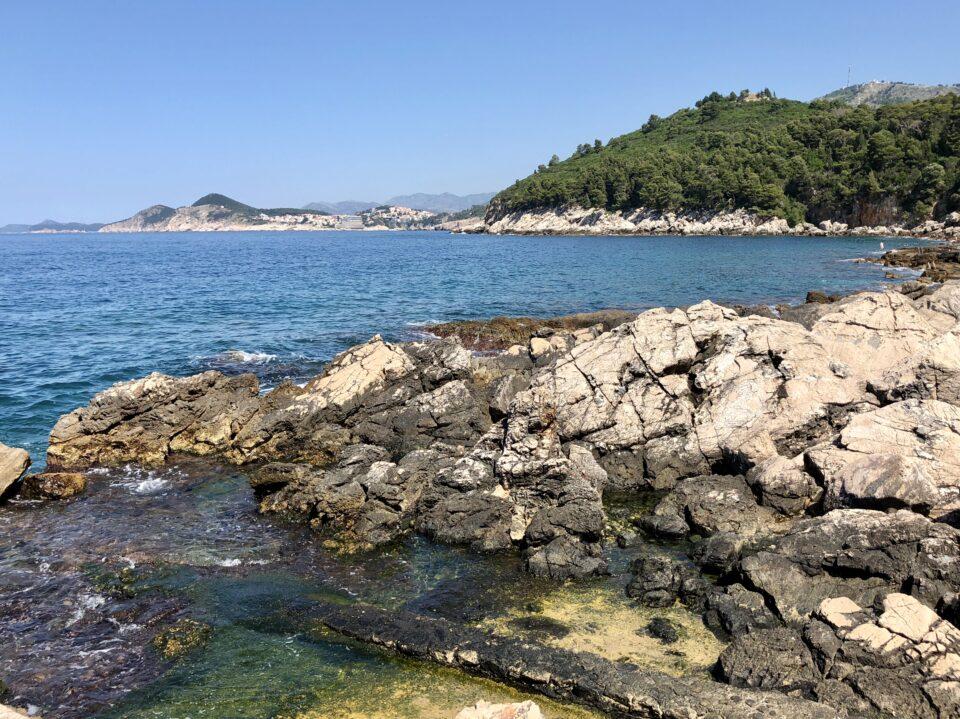 Scogliera e mare isola di Lokrum Croazia