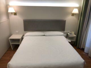 Letto matrimoniale camera Hotel Nasco Milano